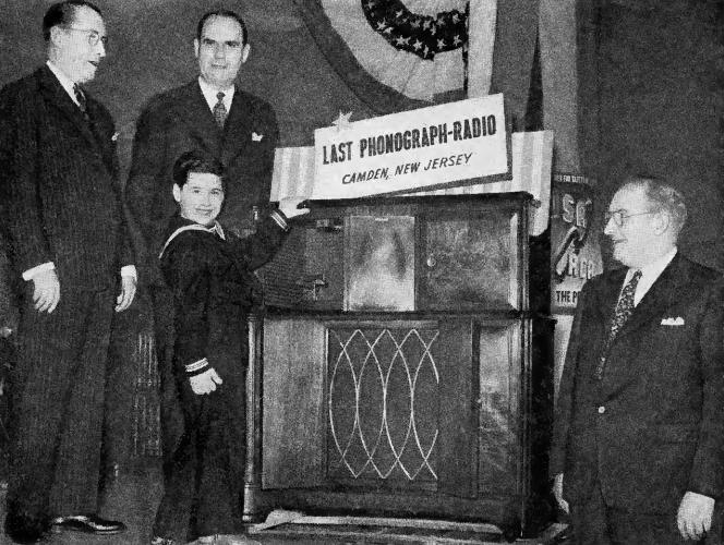 1942MayRadioRetail